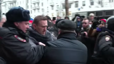 Opposition activist Navalny arrested as thousands protest ahead of Russian presidential elections