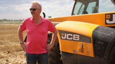 English farmer ploughs a deep furrow in Russia's biggest irrigation project
