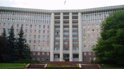 Cash-strapped Moldovan government freezes public procurement