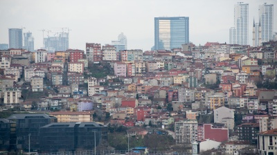 Fitch dispels grim view of Turkish banks; warns of risks, weak performance in 2015