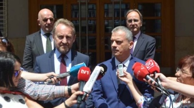 Bosnia's ruling coalition collapses