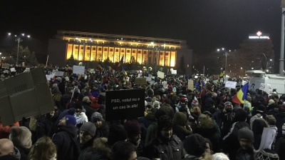 Romanian government to revoke controversial ordinance but protests continue