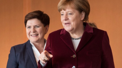 VISEGRAD: Merkel eyes opportunity in Poland's growing isolation