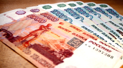 Financial wellbeing more important than democratic freedoms, Russia poll finds