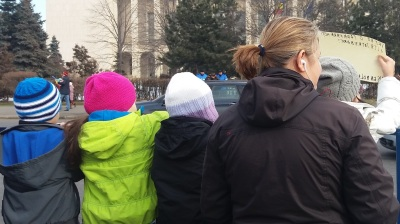 Children join parents in Bucharest anti-corruption protest