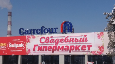 Carrefour enters Kazakh market as crisis hits retailing
