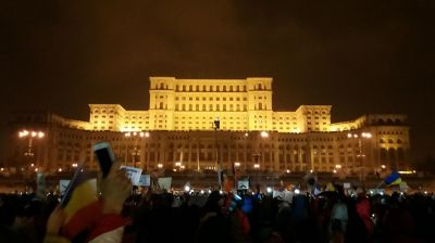 Tens of thousands protest against changes to justice laws in Romania