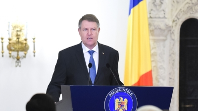 Romanian president announces plans for referendum on pardons