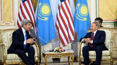 US State Secretary John Kerry discusses non-proliferation, IS in Astana