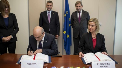 Kosovo signs SAA on closer ties with EU