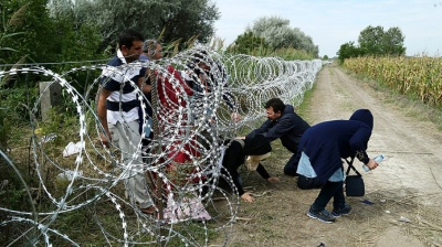 Macedonia detains hundreds of migrants after mass border breakthrough