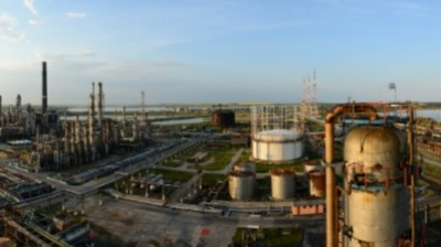 Prosecutors seize largest Romanian refinery in case related to 2000 privatisation