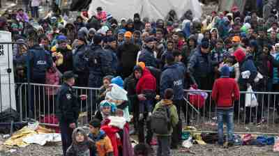 Macedonia maintains migrant policy despite protests