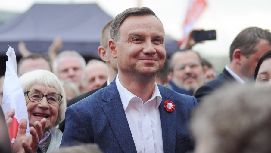 Polish president delivers blow to government's judiciary reform